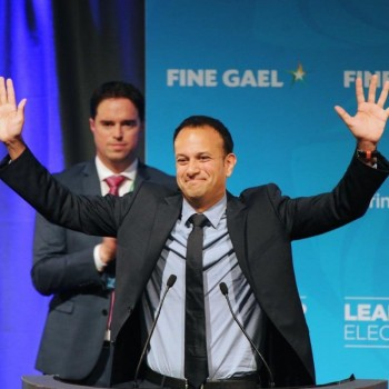 130745737_EPA_Newly-elected-leader-of-the-Fine-Gael-party-celebrates-his-victory-in-Dublin-xlarge_trans_NvBQzQNjv4BqjIwIjDXBmcU79gdGK1cNfnDr2WmCFhFv5Ae4PR_G_hI